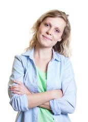 Junge Frau aus Skandinavien lächelt zur Kamera