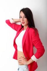 Ragazza con giacca rossa