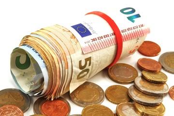 Euro  eingerollt und Kleingeld - isoliert
