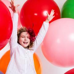 Schastivaya joyful girl on a large balloons