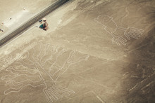 "Постер, картина, фотообои ""Tree (Arbol) and Hands (Manos) lines in Nazca desert and observa"""