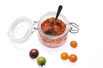 Tomatensugo mit Tomaten und rotem Paprika