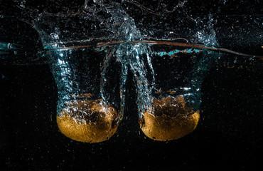 kiwi water splash