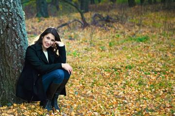 Портрет красивой женщины на природе.