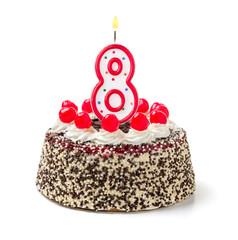 Geburtstagstorte mit brennender Kerze Nummer 8