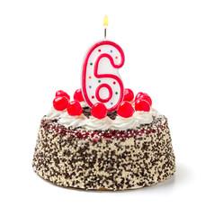 Geburtstagstorte mit brennender Kerze Nummer 6
