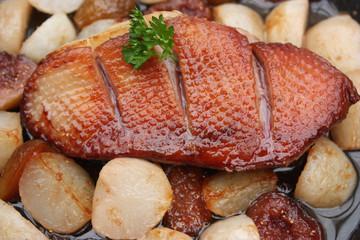 Magret de canard aux figues rôties -navets rissolés