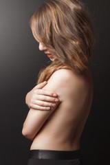 Jeune femme nue de dos