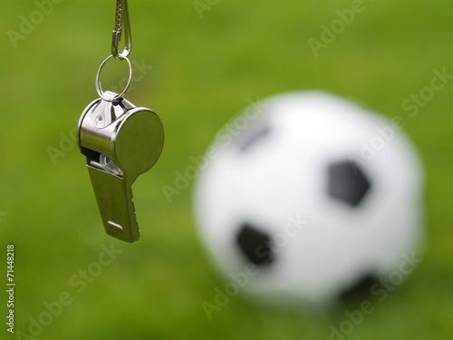 referee whistle - 71448218