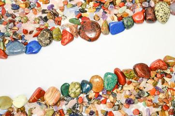 Edelsteine poliert Heilsteine mit freiem Raum