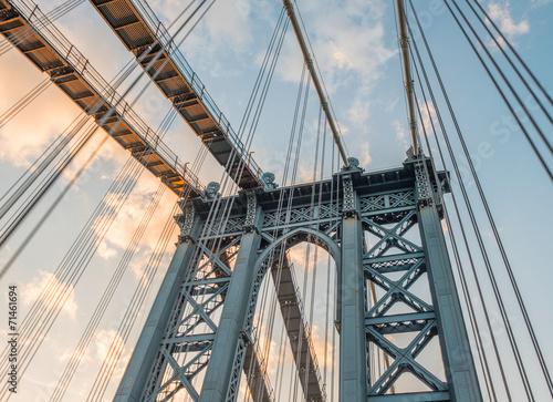 manhattan-bridge-pylon-i-metalowe-kable-new-york