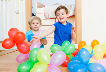 Children with balloons .