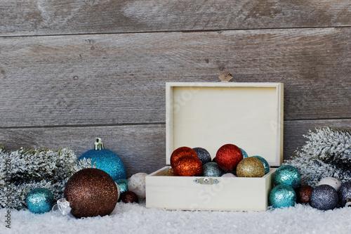 canvas print picture Weihnachtskugeln im Schnee