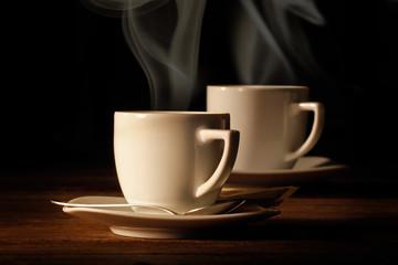 tazzine di caffè fumante