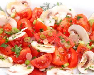 Tomatensalat mit Pilzen