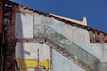 Mur après la démolition d'une maison mitoyenne