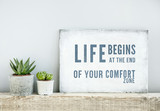 Fototapety motivational poster quote LIFE BEGINS AT THE END OF COMFORT ZONE