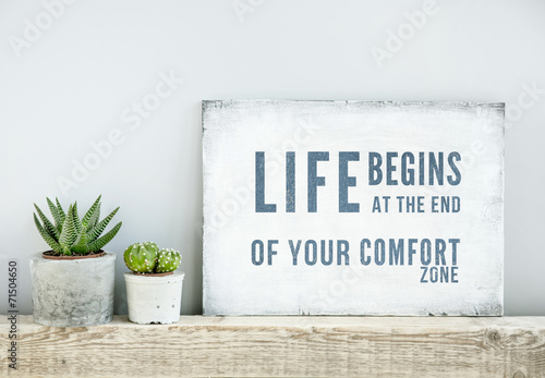 Leinwanddruck Bild motivational poster quote LIFE BEGINS AT THE END OF COMFORT ZONE