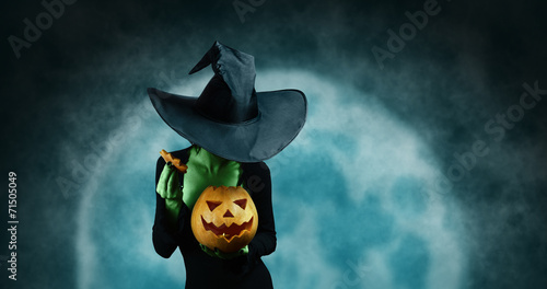 Green witch with pumpkin - 71505049