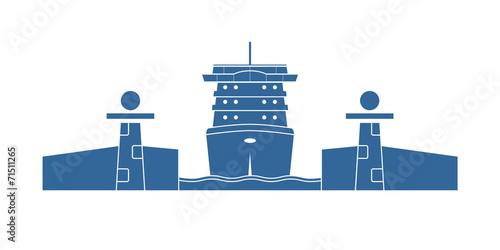 Cruise ship in a lock - 71511265