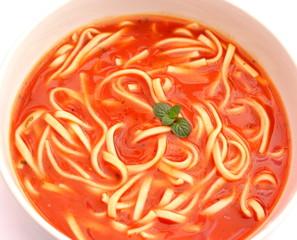 Tomatensuppe mit Nudeln