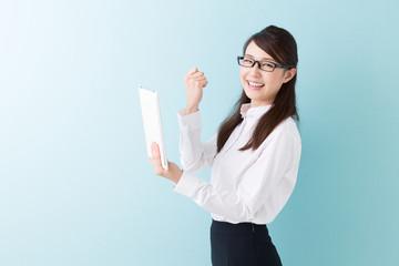 タブレットを持つ女性 ビジネス
