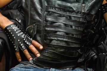 Кожаная одежда, перчатка и жилет