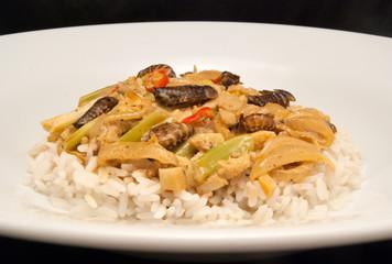 Gebratene Waldschaben in scharfer Weißwein-Sahne-Sauce auf Reis