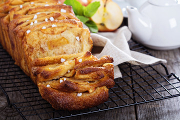 Apple cinnamon pull-apart bread