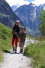 enfants en randonnée - oisans