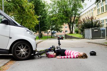 schulkind wird vom auto angefahren