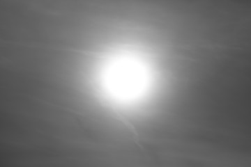 Sonne hinter Wolkenbank