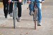 Radfahrer nebeneinander