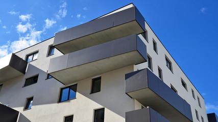 neues wohnhaus mit balkon