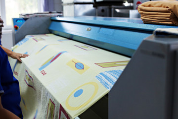 Machine for cleaning and ironing of linen