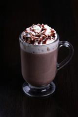 Какао на тёмном фоне