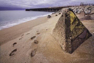Monolito en la playa