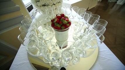 sektgläser und Erdbeeren