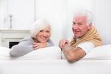 glückliches reifes Paar zu Hause