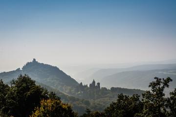 Siebengebirge mit Drachenfels und Rheintal