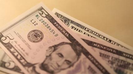 Dollar Banknoten werden gezählt