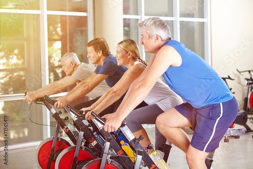canvas print picture Gruppe im Fitnesscenter beim Spinning