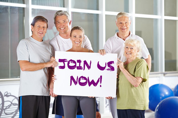 Join us now Schild im Fitnesscenter