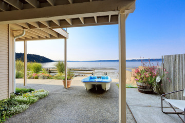 Luxury houses with exit to private beach., Burien, WA