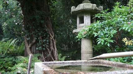Steinlaterne im Sommerpark