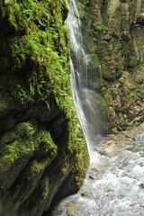 Pyrénées basques, cascade dans les gorges de Kakouetta