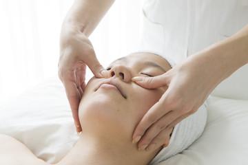 Esthetician for a facial massage