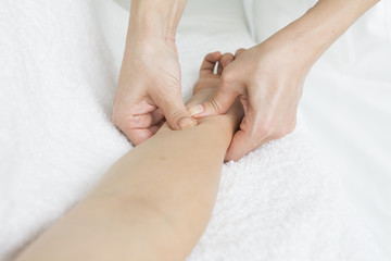 Masseuse press pot of arms