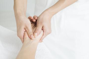 Massage the palm