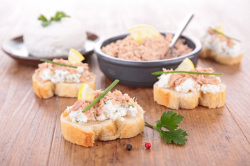 bread with tuna and cheese spread